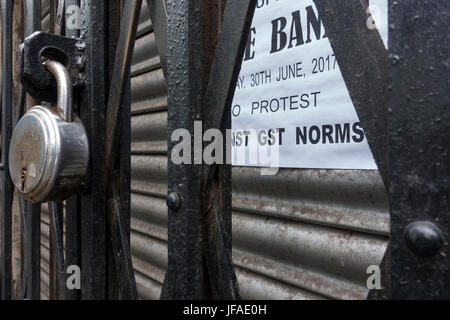 Kolkata, Indian state West Bengal. 30th June, 2017. Closed shops are seen during the strike against the implementation - Stock Photo