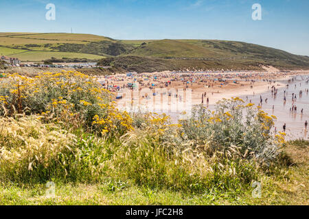 17 June 2017: Woolacombe, North Devon, England, UK - The busy beach on one of the hottest days of the year. - Stock Photo