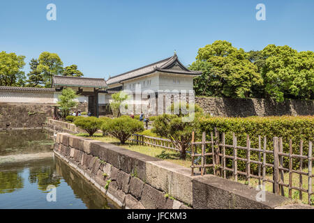 Ote-mon entrance to the East Gardens of the Imperial Palace, Tokyo, Japan | Ote-mon Eingang zum East Gardens des - Stock Photo
