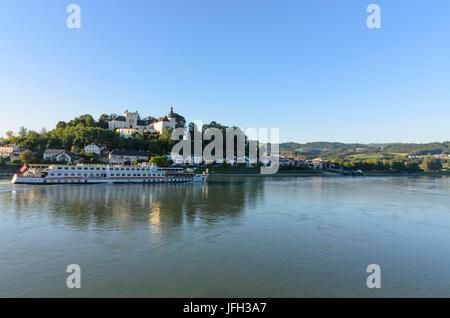 Castle Ottensheim and cruise ship on the Danube, Austria, Upper Austria, Mühlviertel, Ottensheim