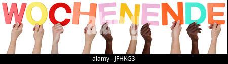 Multikulturell People Gruppe halten das Wort Wochenende - Stock Photo