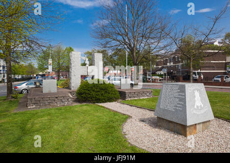 UK, Northern Ireland, County Londonderry, Derry, Bogside area, Bloody Sunday Memorial to mass shooting of Republican - Stock Photo