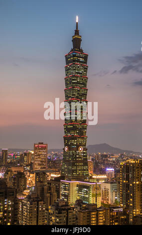 Taiwan, Taipei City Skyline, 101 Building, sunset from Elephnat Hill, - Stock Photo