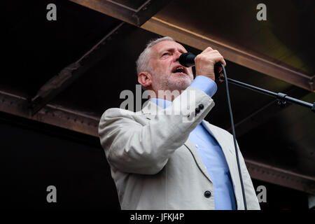 London, UK. 01st July, 2017. Labour Party leader Jeremy Corbyn speaks at the 'No one day more' rally in Parliament - Stock Photo