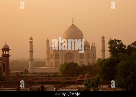 The Taj Mahal in Agra, northern India, Uttar Pedrash state, is an immense mausoleum of white marble, built between - Stock Photo