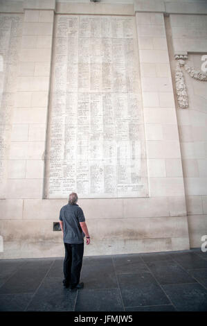 The Menin Gate Memorial to the Missing is a war memorial in Ypres, Belgium, dedicated to the British and Commonwealth - Stock Photo