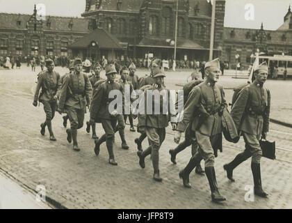 Aankomst van een detachement Nederlandse militairen van het dienstvak der Milita - F40236 - KNBLO - Stock Photo