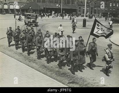 Aankomst van het detachement van 7de regiment Infanterie uit Harderwijk aan het - F40348 - KNBLO - Stock Photo