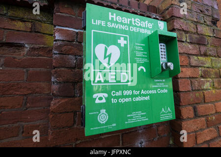 Wall mounted defibrillator for emergency use in times of heart failure or cardiac arrest. - Stock Photo