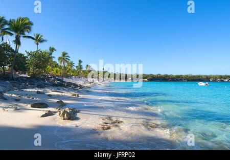 Catalina island - Playa de la isla Catalina - Caribbean tropical sea - Stock Photo