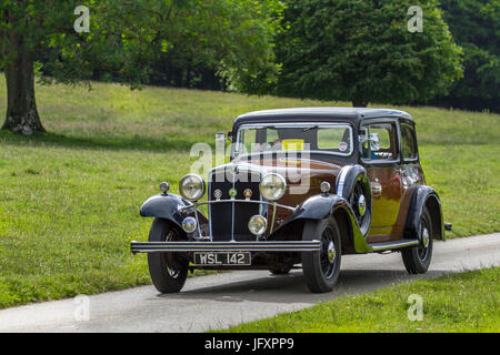 1934 Morris OxfordClassic, collectable restored vintage vehicles arriving for the Mark Woodward Event at Leighton - Stock Photo