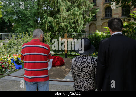 Speyer, Germany. 3rd July 2017. People are constantly coming to the grave of helmut Kohl, to pay their tribute to - Stock Photo