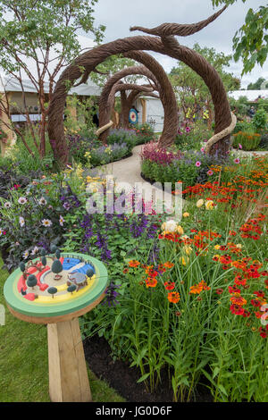 Hampton Court Palace, East Molesey, UK. 3rd July, 2017. The world's biggest annual flower show runs from 4-9 July, - Stock Photo