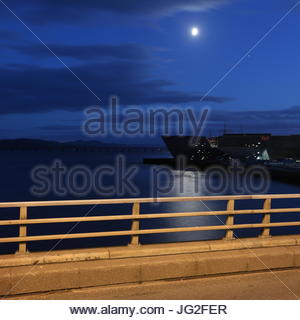 V & A design museum by moonlight Dundee Scotland  July 2017 - Stock Photo