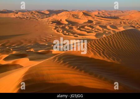 Sanddunes in the Rub al Khali desert, Dhofar, Oman - Stock Photo