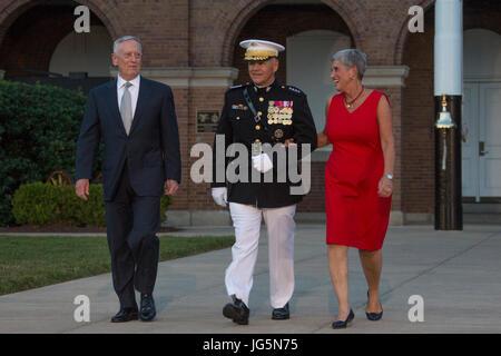 From left, Secretary James N. Mattis, Department ofDefense, Commandant of the Marine Corps Gen. Robert B. Neller, - Stock Photo