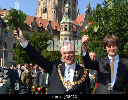 Hanover, Germany. 1st July, 2017. FILE - Stephan Weil (SPD, l), Mayor of Hanover, and Prince Ernst August of Hanover march through the city during the marksmen's march in Hanover, Germany, 1 July 2017. Photo: Peter Steffen/dpa/Alamy Live News