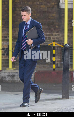 London, UK. 4th July, 2017. Gavin Williamson MP, Chief Whip, arrives at 10 Downing Street for a Cabinet meeting. - Stock Photo