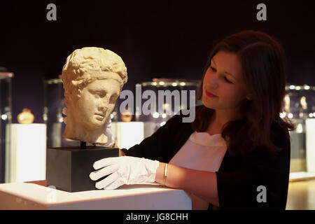 London, UK. 4th July, 2017. A Photocall took place ahead of the Bonhams Antiquities Sale on Thursday. A Roman marble - Stock Photo