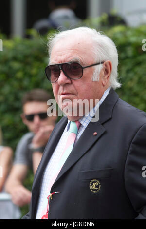 London, UK. 4th July, 2017. English comedian Jimmy Tarbuck arrives at the All England tennis club on day 2 of the - Stock Photo