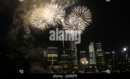 New York, United States. 04th July, 2017. Fireworks display is seen in front of the World Trade Center on Manhattan - Stock Photo