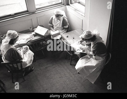 1940, England, wartime, domestic staff working at Stanstead Hall, Essex, home of Lady Butler (Sydney Courtauld) - Stock Photo