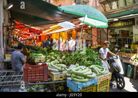The Ballaro Market in the Albergheria district of central Palermo, Sicily, Italy. - Stock Photo