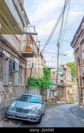 Pictures Of Car Parked On Narrow Residential Streets