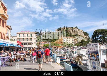Le port de Cassis, Côte d'Azur, France - Cassis harbour, French Riviera, France - Stock Photo