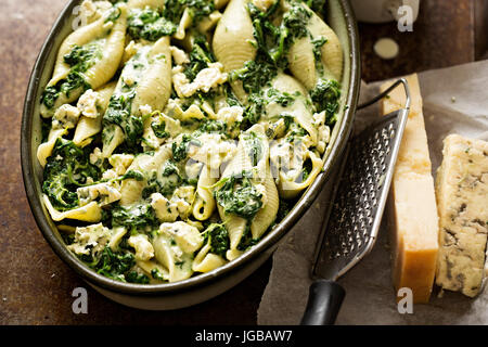 Spinach jumbo seashell pasta with parmesan and blue cheese oven ready bake - Stock Photo