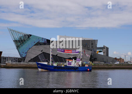 A fishing boat supporting leave the European Union referendum campaign. Part of the protest flotilla in The river - Stock Photo