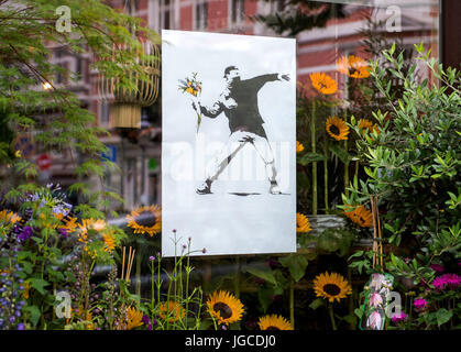 Hamburg, Germany. 5th Jul, 2017. Hamburg, Germany. 05th July, 2017. A Banksy poster hangs at a flower shop in the - Stock Photo