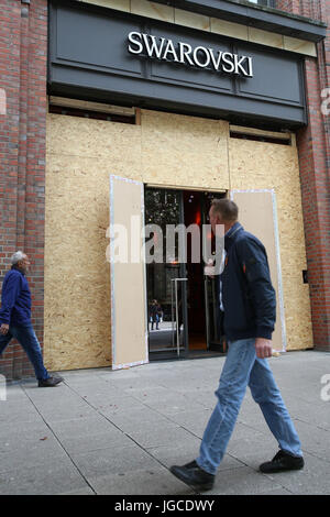 Hamburg, Germany. 5th Jul, 2017. The windows of a shop are covered with wooden boards in preperation of the G20 - Stock Photo