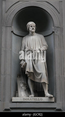 Doatello statue on the facade of Uffizi gallery - Stock Photo