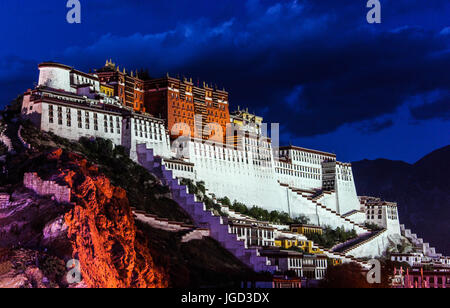 Night Scene of Potala Palace in Lhasa, Tibet Autonoouus Region. Former Dalai Lama resience, now is a museum and - Stock Photo