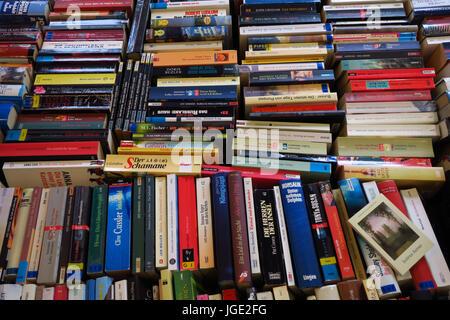 Books, library, read, book, paperback, paperbacks, shelve, bookshelf                               , Buecher, Buecherei, lesen, Buch, Taschenbuch, Tas