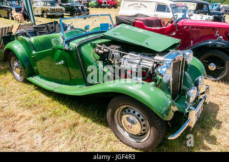 Classic MG TD car, 1954 open top, in British racing green, at the Prestwood Steam Rally - Stock Photo