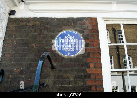 english heritage blue plaque marking a home of actor and director sir john gielgud, westminster, london, england - Stock Photo