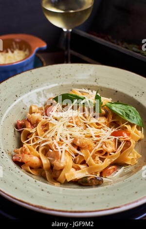 Tagliatelle with prawns and spices