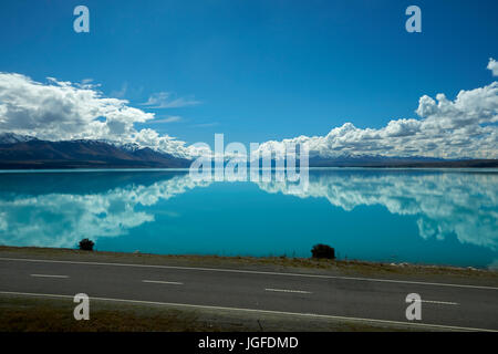 State Highway 8, and Aoraki / Mount Cook reflected in Lake Pukaki, Mackenzie Country, Canterbury, South Island, - Stock Photo