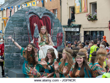 The Puck Queen and her ladies in waiting on a float in the Coronation Parade during Puck Fair in Killorglin. - Stock Photo