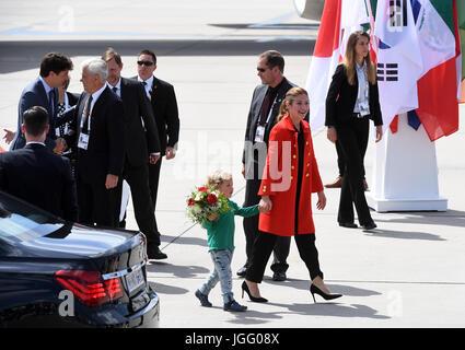 Der kanadische Premierminister Justin Trudeau (l), seine Ehefrau Sophie Gregoire (r) und ihr jüngster Sohn Hadrien - Stock Photo