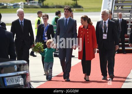 Der kanadische Premierminister Justin Trudeau (M), seine Ehefrau Sophie Gregoire (r) und ihr jüngster Sohn Hadrien - Stock Photo