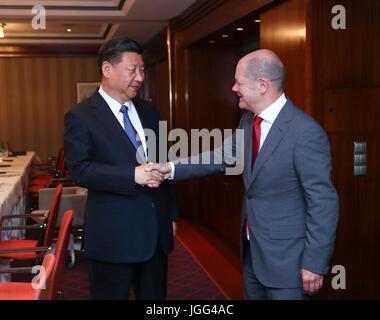 Hamburg, Germany. 6th July, 2017. Chinese President Xi Jinping (L) meets with Hamburg's mayor Olaf Scholz in Hamburg, - Stock Photo