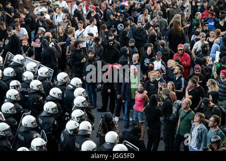 Hamburg, Germany. 6th July, 2017. GERMANY, Hamburg, protest rally 'G-20 WELCOME TO HELL' against G-20 summit in - Stock Photo