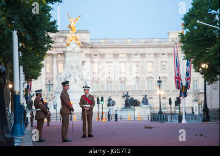 London, UK. 7th July, 2017. Early Morning Rehearsal for Spanish State Visit. HM The Queen and HRH The Duke of Edinburgh - Stock Photo