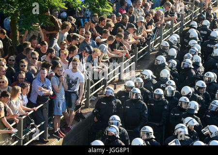 Hamburg, Germany. 6th July, 2017. GERMANY, Hamburg, protest rally 'WELCOME TO HELL' against G-20 summit in July - Stock Photo