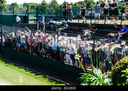London, UK, 7th July 2017: Tennis fans are watching a practice session of swiss Roger Federer on day Five of the - Stock Photo
