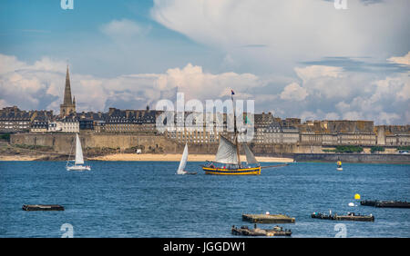 France, Brittany, view of the ancient walled port city of Saint-Malo, seen across the estuary of River Rance from - Stock Photo