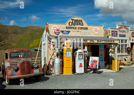 Retro pickup truck and garage at Three Creeks Trading Company, Burkes Pass, Mackenzie Country, Canterbury, South - Stock Photo